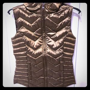 BE by Blanc Noir. Quilted satiny GOLD/BRONZE vest.